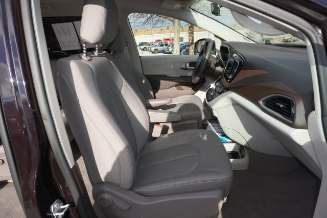 Pre-Owned 2018 Chrysler Pacifica L
